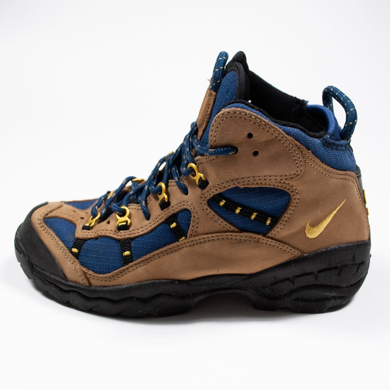 nike boots acg